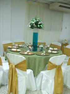 Boda blanco verde y dorado festejos 1