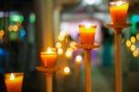 candelabros con velas